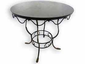 ованый стол с круглой столешницей