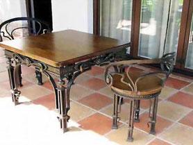 Кованый стол, ламинат