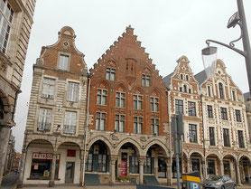 Grande Place, maisons des XVème, XVIème et XVIIe siècles non détruites / Photo L.A