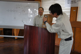 SAMURAIを説明する下村リーダー