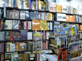 en la librería Edipo