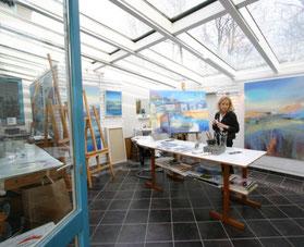 Ulla Höpken in ihrem Atelier bei artur