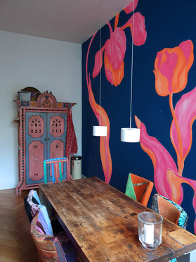 Tulip Wallmural handpainted by MADEMOISELLE CAMILLE - individual and eclectic Interiordesign