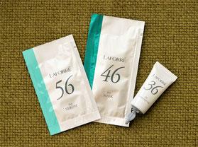 「顔のインナーマッスルトリートメント」リフティングコースに使用するラフォーレの化粧品