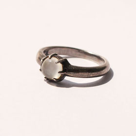 ムーンストーンの指輪