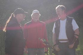 Drei Bogenschützen vor dem 3D-Turnier