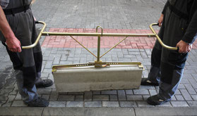 Mechanical clamp for curbstones