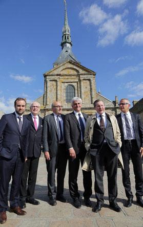 Les 5 présidents des Conseils départementaux normands autour d'Hervé Morin au Mont Saint-Michel