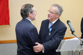 Yves HENRY, maire de Virandeville,  élu conseiller municipal en 1970, maire de sa commune depuis 1981.