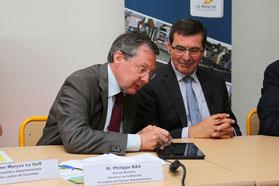 Signature avec Jean-Pierre Lhonneur, Président de la communauté de communes de La Baie du Cotentin,