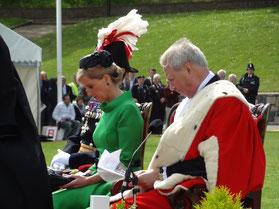 La comtesse Sophie de Wessex, ici en présence de William Bailhache, Bailli de Jersey, représentait Son Altesse Royale Elizabeth II, Reine d'Angleterre