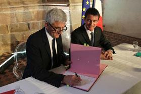Signature entre le président de Région, Hervé Morin et le premier ministre pour transférer la gestion des trains Intercités au Conseil régional de Normandie
