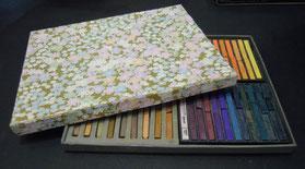 和紙を貼った手作りの箱