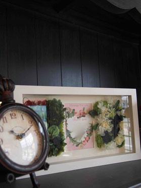 プリザーブドフラワー,壁掛け,トリプルウィンドウ,人気ギフト,結婚式両親贈呈プレゼント,新築祝い,祝電,電報,開店祝い