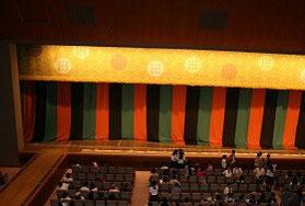 歌舞伎の花道も設けられた舞台