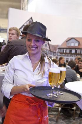 Bier auf Ihrem Event, Kellnerin, outdoor