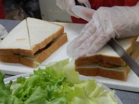 横浜市 中区 パン工房 カメヤ サンドイッチ作り