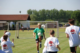 Kindergeburtstag Fußball Motto feiern in Frankfurt Oberursel Bad Homburg Eschborn Steinbach Trainingspaket