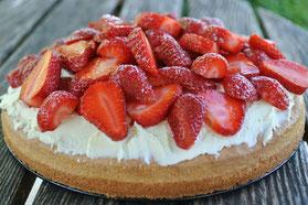 Schnell und einfach: Rhabarber-Erdbeer-Torte