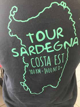 De cortesía una de las muchas camisetas como esta.