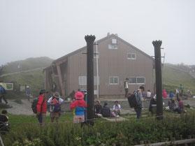 大山山頂避難小屋
