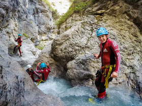 Spaß und Abenteuer beim Canyoning in den Kitzbühler Alpen ist einer von vielen Programmpunkten der Outdoor Adventure Reise