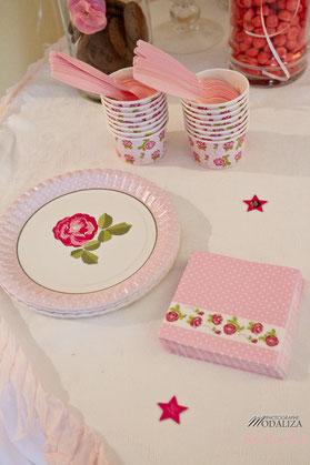 baby shower décoration organisation liberty fille femme enceinte rose fleurs blanc petit pois ballons guirlande photobooth girl bébé cupcakes bordeaux paris toulouse pays basque charente vaisselles