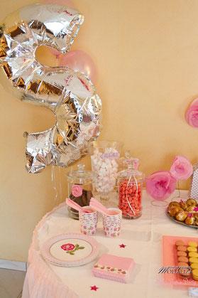 baby shower décoration organisation liberty fille femme enceinte rose fleurs blanc petit pois ballons guirlande photobooth girl bébé cupcakes bordeaux paris toulouse pays basque charente candy bar S