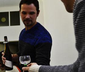 Unser Weindozent Christian Kato am Ausschank
