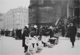 Flohmarkt im Prag vor 1930.