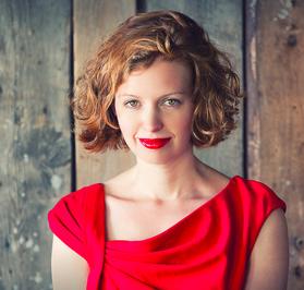 Portrait Foto Judith Langer Kommunikationsmanagerin JOYclub