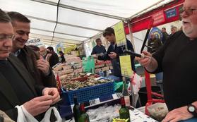 A Pirou avec Jean-Manuel Cousin, conseiller régional pour Soutenir la pêche, la conchyliculture et le tourisme, richesses pour la Manche
