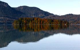 Insel Sassau im Herbstkleid