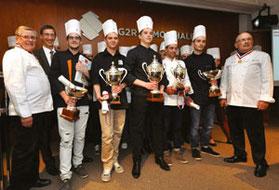 Les lauréats 2015 entourés de André Boucher, Jean-Pierre Richard tous deux MOF et Xavier Conraux, Président de l'Académie Française du Chocolat et de la Confiserie.