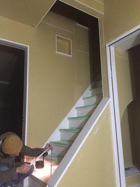 白々しく階段の寸法採り!笑