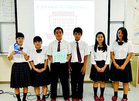 最優秀賞に選ばれた「名蔵の大将」の皆さん=20日午後、八重山商工高校