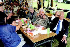 久宇良集落入植60周年記念式典と祝賀会が行われた=29日午後、久宇良公民館