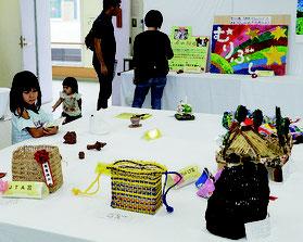 八重山地区障がい者美術展が開かれた=3日、石垣市健康福祉センター