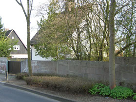 Teilstück der Wegmann-Mauer im Kiefernweg