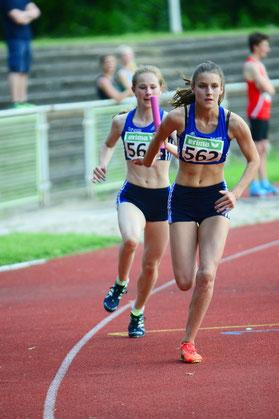 Bronze für eine starke Teamleistung: Nike Dangelmaier wechselt auf Jamira Lauf. Auf dem Archivfoto fehlen Johanna Gries und Hannah Kemken.