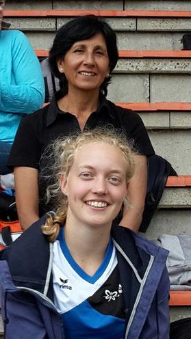 Hannah Schoofs wird in Halle von Speerwurftrainerin Elli Niehaus betreut.
