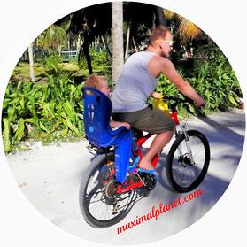 Fahrrad mit Kindersitz auf La Digue Seychellen