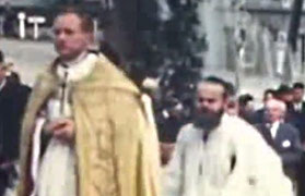Jeunes prêtres à l'inauguration de l'église