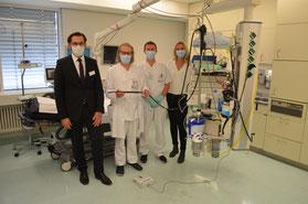 v.l.: Klinikvorstand René Klinger, Prof. Dr. Claus Schäfer, Thorsten Beck (Endoskopiepfleger) und Katrin Schweigler (Fa. Olympus). Foto: Oliver Schwindl