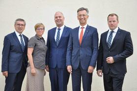 Der neue Vorstand des Lions Clubs Neumarkt (von rechts): Vizepräsident Joachim Geiger, Präsident Stefan Rödl, Clubmaster Lukas Wolte, Sekretär Eva Gaupp, Schatzmeister Henry Pillipp. Nicht auf dem Bild ist Past-Präsident Herbert Baumgärtel.