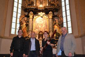 Obmann Johann Fuchs (ganz rechts) mit Lisa Fuchs, Altbürgermeister Fritz Loidl und Organist Stefan Teubl