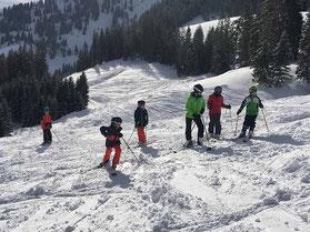 Ski-Freizeitgruppe des SV DJK Heufeld auf der Buckelpiste im Spitzing 2019.