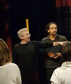 l'acteur phillip josserand en action lors d'une formation sur la prise de parole en public