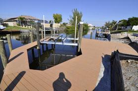 Dock mit Bootslift