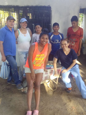 Pedro, Ana Ines, Elisabeth, Osyris, Brayan, Marcela y Janier (von links)